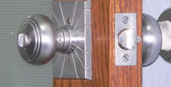 How to fix a sticky door knob