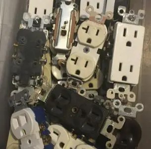 How many outlets can be on a 20 amp circuit?
