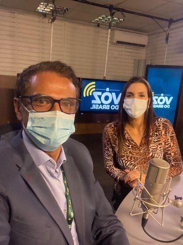 Os apresentadores de A Voz do Brasil