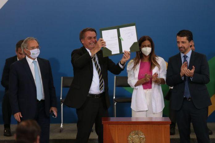 O presidente Jair Bolsonaro participa da cerimônia de assinatura do decreto da Cédula de Produto Rural (CPR) Verde