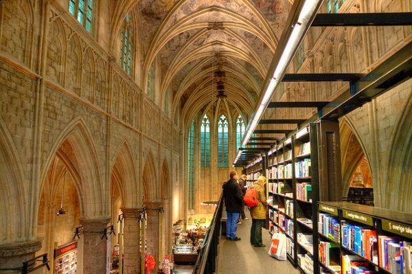 Selexyz-Dominicanen-bookshop-4
