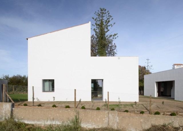 casa-modesta-par_dezeen_1568_0
