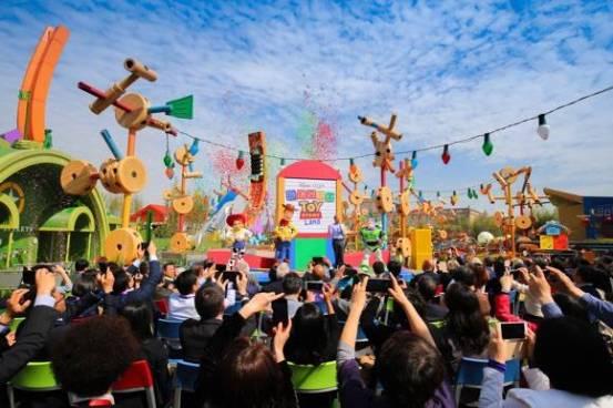 正式发布上海迪士尼度假区开业十周年历史照片