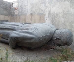 stalin-statue-gori