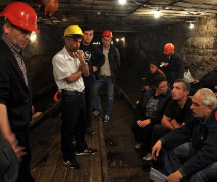 mine_workers_in_Chiatura__2012-11-02