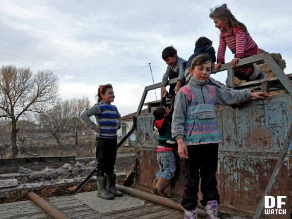 Kids playing in old Soviet truck (DF Watch)