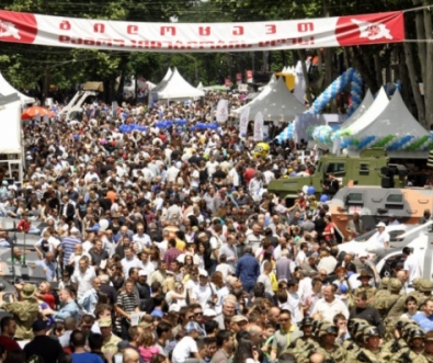 May_26_crowd_2014_Cropped
