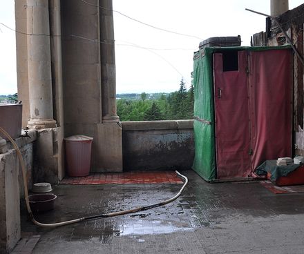 bathroom_on_balcony_Metalurg_Cropped