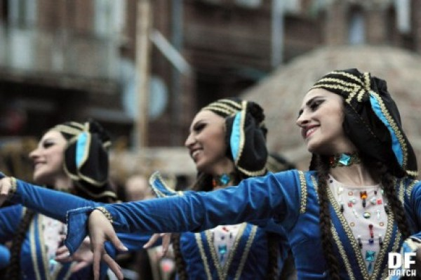 women_traditional_dancers_tbilisoba