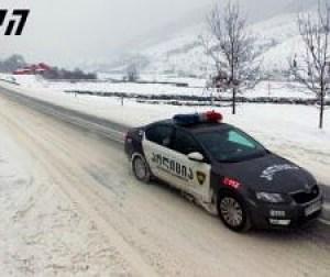 gudauri_police_car_snow
