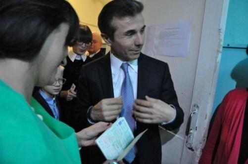 Bidzina Ivanishvii showing his passport during president election of October, 2013 (DFWatch)