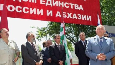 Yuri Luzhkov visiting Abkhazia in 2006