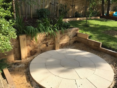 landscaping-round-patio