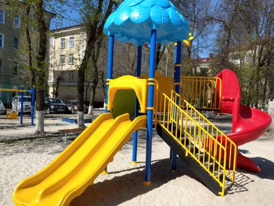 На изображении совмещенная детская игровая площадка с сайта Dgorodki.ru Санкт-Петербург