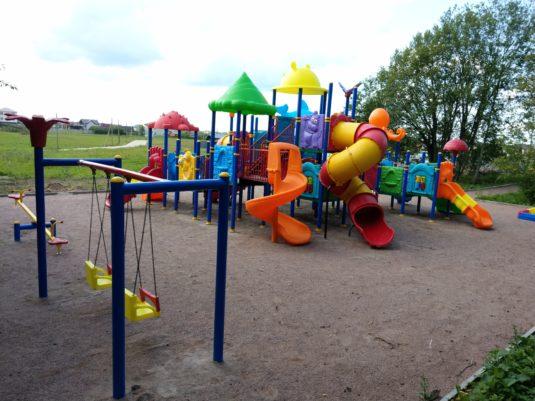 На изображении развивающий детский игровой комплекс от Dgorodki.ru