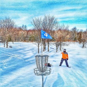 Disc Golf Putting in the Winter Snow