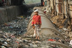 Pipe-path-Dharavi-slum