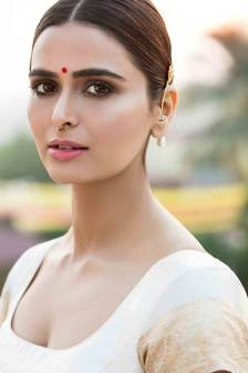 actress-meenakshi-dixit-stills8