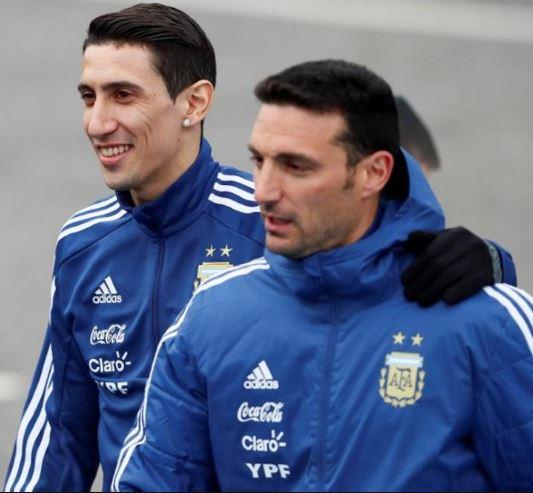 08 Aug 03 Arjantina football coach - 1