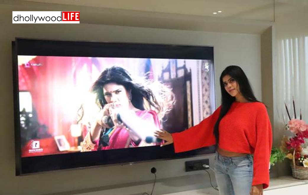 "Khushi Shah sharing her happiness regarding her movie ""Affraa Taffri"""