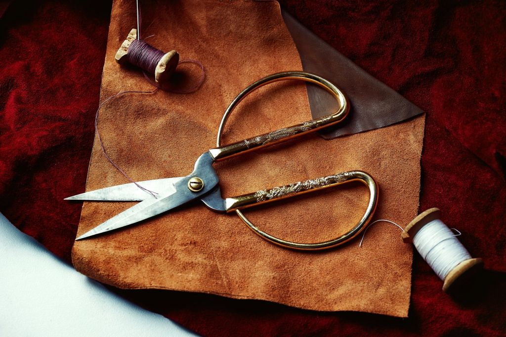 Accessories Cutting Irons Oil Scissors Thread & Motors