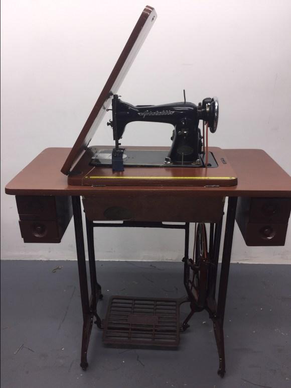Singer 15CH Treadle Sewing Machine Cabinet Antique