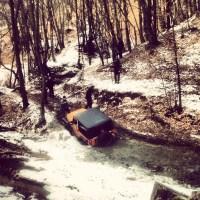 Furten durchfurten: mit dem Auto durch das Wasser