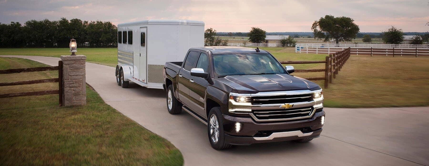 hight resolution of 2019 chevy silverado 1500 towing a trailer