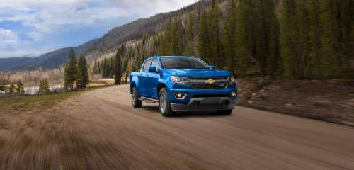 small resolution of like the interior the 2019 colorado and 2019 canyon are identical under the skin both models feature three engine options starting with a 2 5 liter
