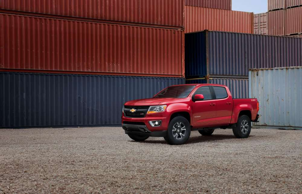 medium resolution of general motors built the chevy canyon and gmc canyon atop the same platform and gave them similar styling but they boast enough stylistic differences to