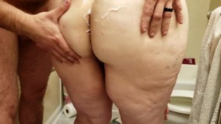 Babygirl pissing while Daddy eats pussy, then doggystyle fuck