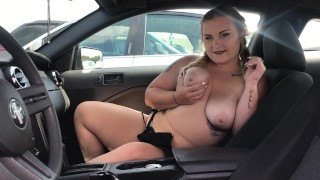Blonde PAWG Gives Road Head