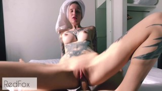 After a shower, a tattooed girl fucked a hotel employee, DEEP BJ - Red-Fox