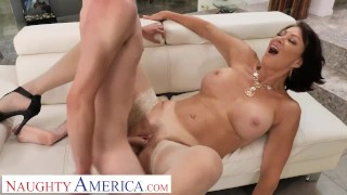 Naughty America Vanessa Videl teaches Juan how to take care of a woman