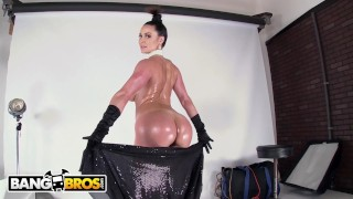 BANGBROS - Insanely Hot MILF Kendra Lust Just Broke The Internet