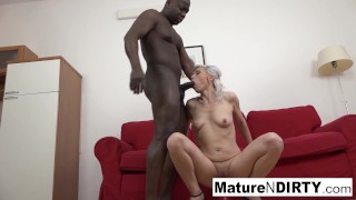 Hot mature wants her tight asshole filled with jizz!