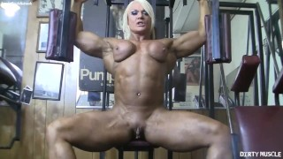 Naked female bodybuilder poses her big clit in the gym