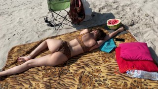 swindle a stranger on the beach for blowjob