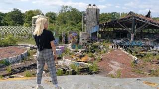 Risky public fucking! Exploring an abandoned water park