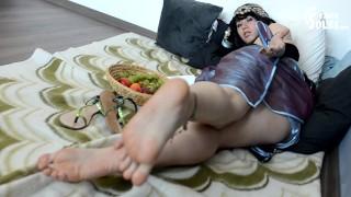 Oriental princess and her servant (big feet, foot worship, foot slave, foot domination,foot goddess)