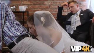 VIP4K. Un uomo ricco paga bene per scopare una giovane ragazza calda il giorno del suo matrimonio