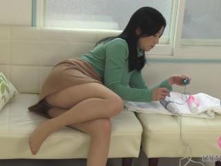 綺麗な顔立ちの熟女にエッチなおもちゃを渡してモニタリング、熟れた身体をうねらせて感じまくる姿が股間にくる!