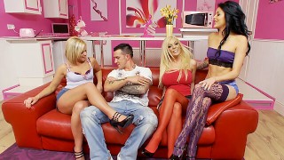 Hot babes have a foursome