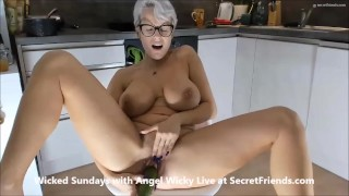 Food Porn with Angel Wicky live at SecretFriends