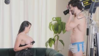 Amateur Model Jolla seduces her photographer and fucks him in the studio