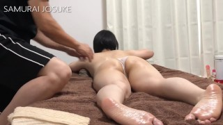 """""""Oil massage"""" She is not anything other than wearing panties """"deliberately carefully"""""""