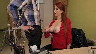 LOAN4K Rousse a des relations sexuelles spontanées au bureau avec un agent de crédit