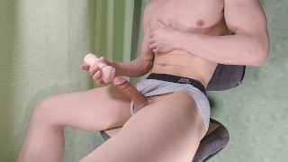 straight Japanese, big cock student, panting, jerking off by rubbing the cock on the thighs,muscular