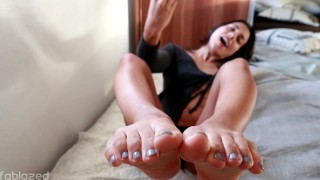 "JOI Fetish - ""Cum on my feet please"""