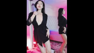 Chinese girl dancing and showing big boobs 美女主播露点抖奶舞蹈騷